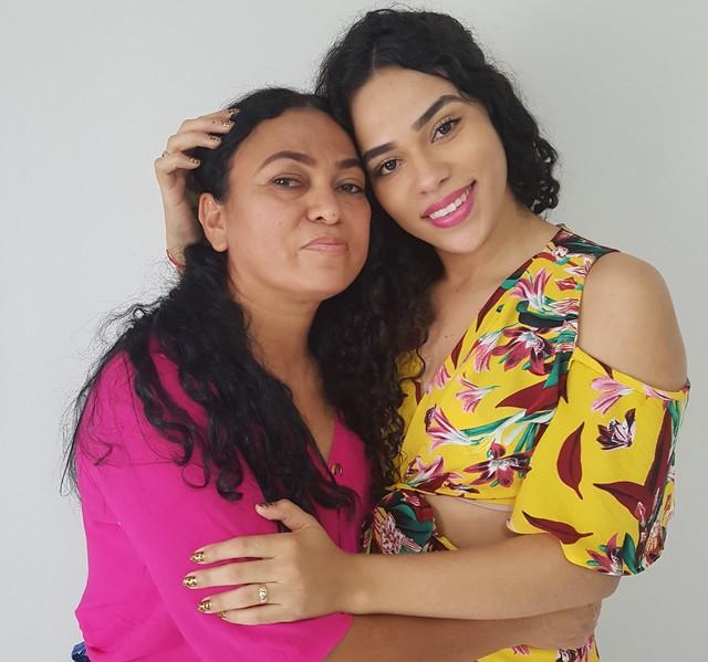 'É muito triste ver minha filha sendo excluída', diz mãe de Elana