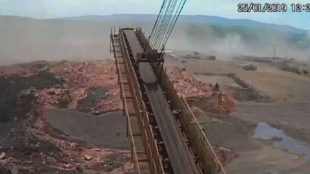 EXCLUSIVO - Vídeo mostra o momento exato do rompimento da barragem