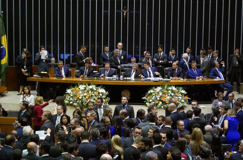 Rodrigo Maia é eleito para novo mandato como presidente