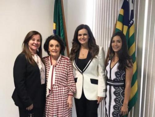 Prefeita Maria José prestigiou posse de deputada e Senador