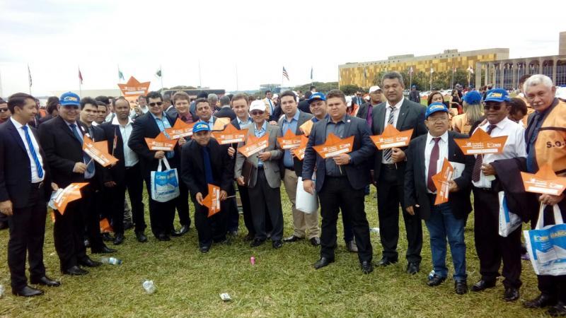 Prefeitos piauienses participam de mobilização em Brasília
