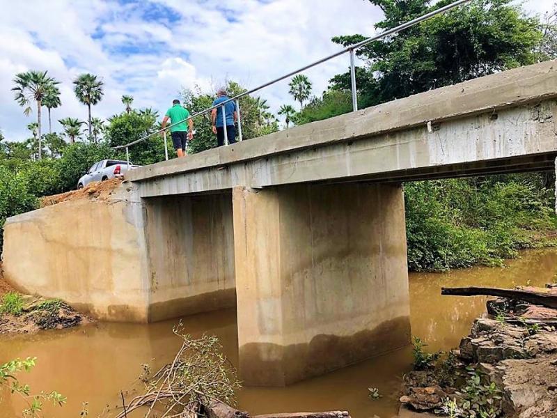 Prefeitura conclui construção de pontes e passarela na zona rural