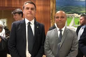 Bolsonaro confirma Major Vitor Hugo como líder do governo na Câmara