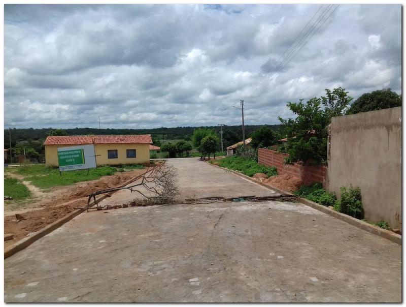 Moradores do Povoado Baixas do Potes são beneficiados com pavimentação