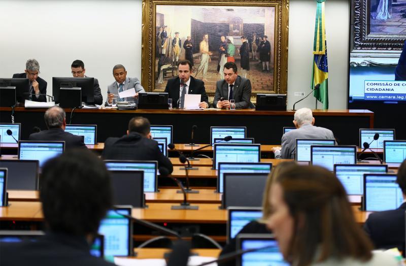 Comissão da Câmara aprova projeto que acaba com foro privilegiado de políticos