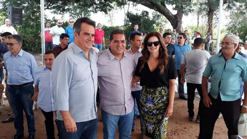 Prefeito Júnior Carvalho participa de ato solene de inauguração