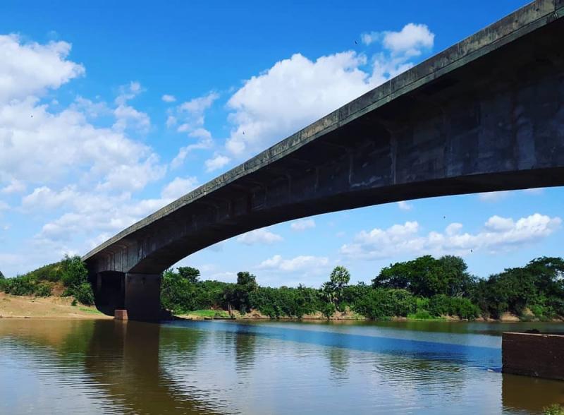 Pilar de ponte no PI desloca e tráfego de veículos é proibido