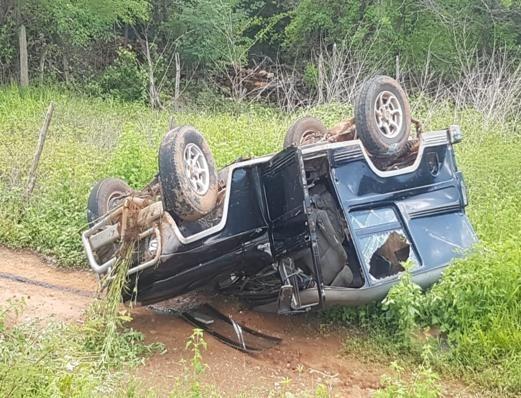 Colisão entre carro e motocicleta deixa cinco feridos no Piauí