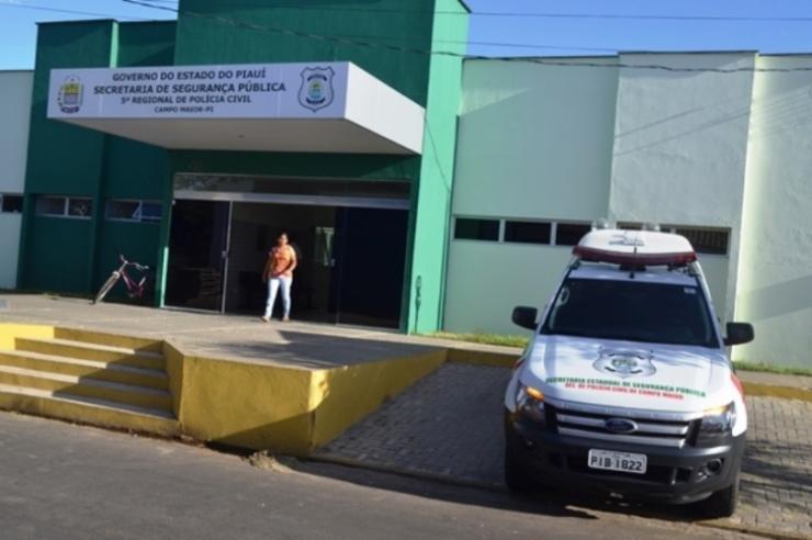 Preso cava buraco em parede e foge de delegacia no Piauí