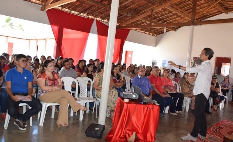 Palestra abre III Jornada Pedagógica em Padre Marcos