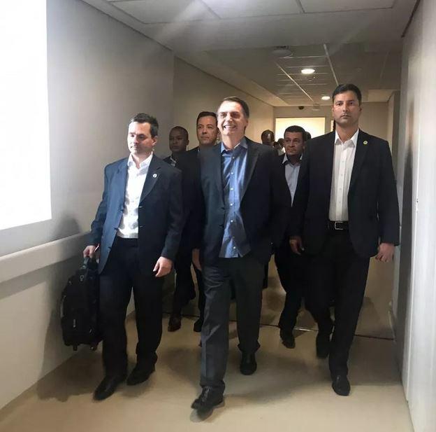 Bolsonaro chega a Brasília após alta e não tem previsão de agenda nesta 4ª
