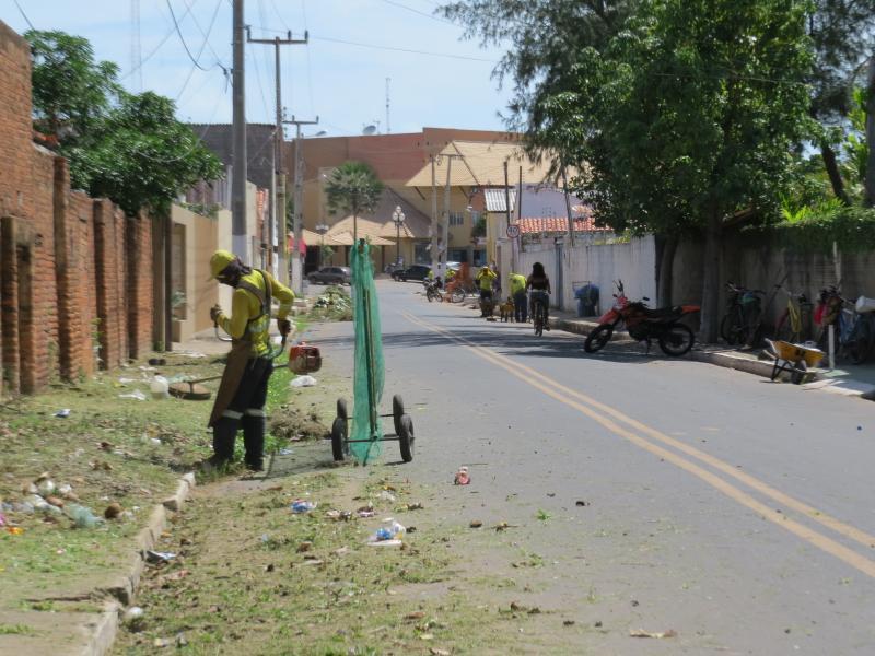 Cidade Limpa : Prefeito Kim intensifica o serviço de limpeza