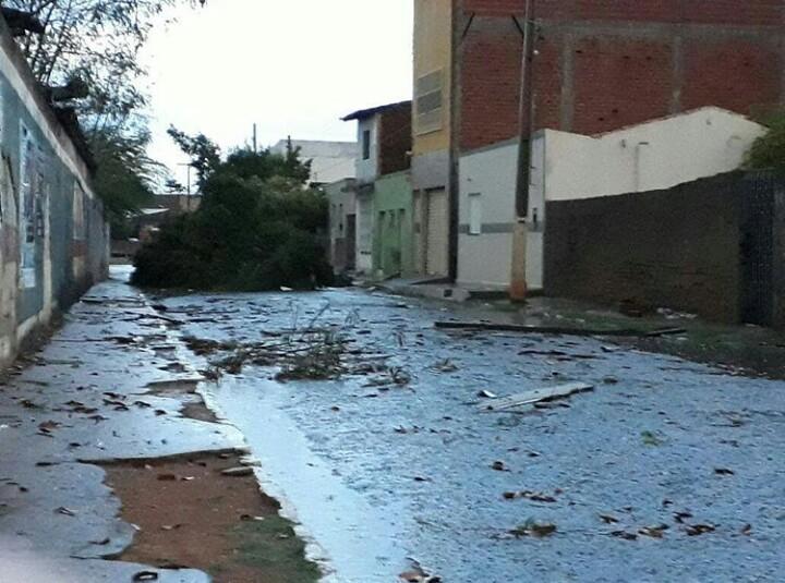 Piauí registra chuva com granizo e queda de cruzeiro