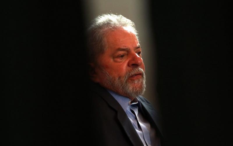 Lula escreve que é inocente e que vai recorrer de pena ao assinar intimação