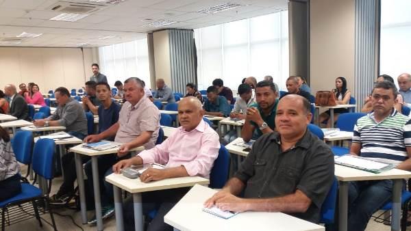 Servidores participam de capacitação para melhor servir ao município