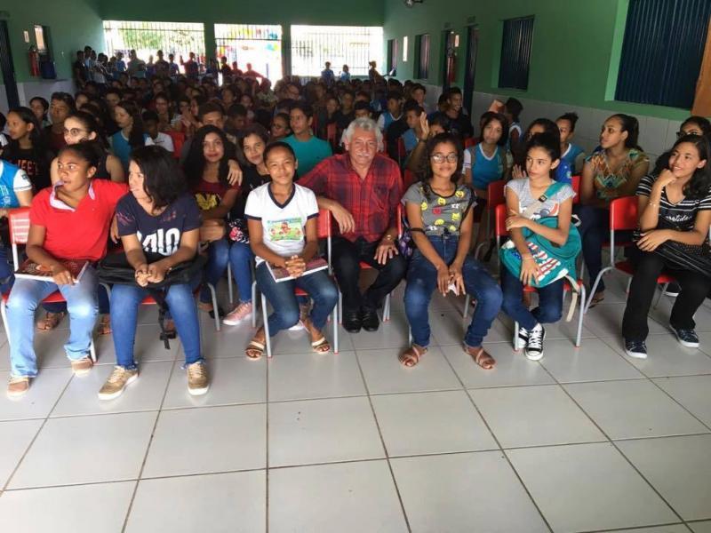 Prefeito acompanha a abertura dos trabalhos da educação no município