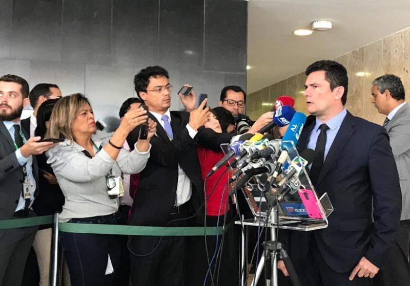 Bolsonaro assina pacote anticrime que será enviado ao Congresso Nacional