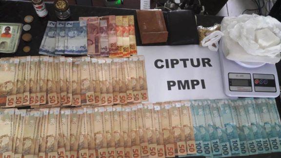 CIPTUR apreende cocaína, crack, dinheiro e revólver em Luis Correia