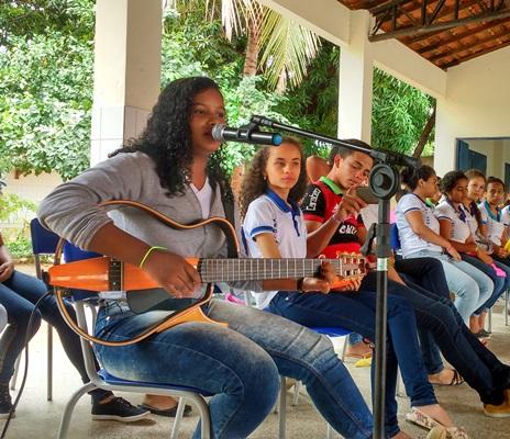 Lorrany Santos de Oliveira, uma voz que canta e encanta