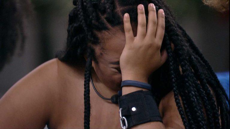 Rízia entra em pânico após ser algemada: 'vontade de desistir'
