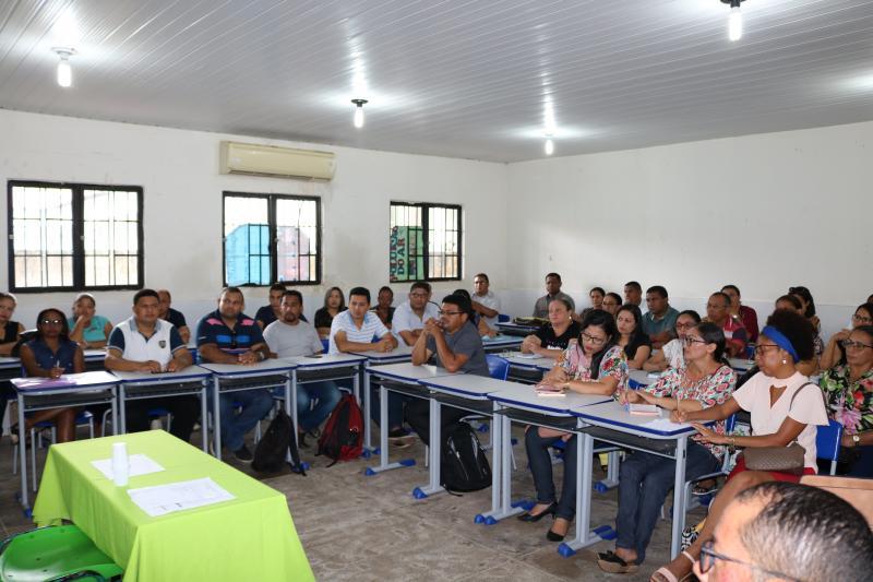 SEMED realiza encontro com diretores e responsáveis por escolas