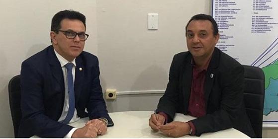Zé Santana se reúne com reitor para discutir emenda para UESPI