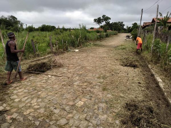 Prefeitura  realiza mutirão de limpeza em ruas da cidade