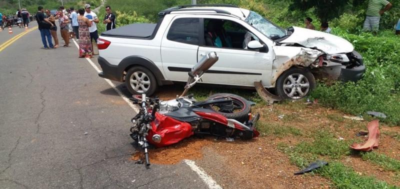 Colisão entre carro e moto deixa dois mortos na PI 238