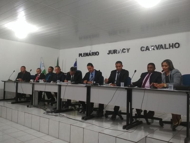 Com Plenário lotado, Câmara aprova REURB