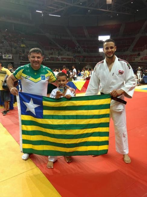 Aluno da rede municipal de Demerval Lobão (PI) conquista o ouro na 'Copa Internacional de Judô'