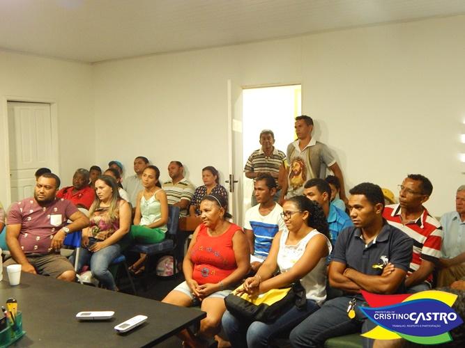 Prefeito Dr. Manoel Júnior recebe no gabinete a população de Cristino Castro
