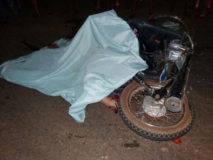 Acidente entre moto e ônibus deixa casal morto na BR-343