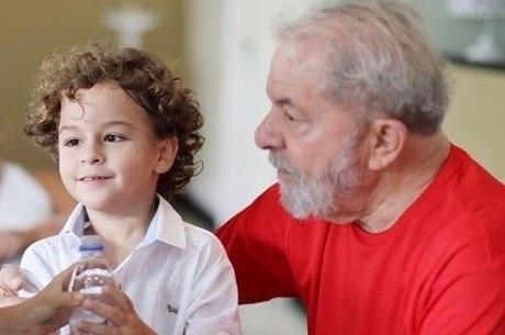 Neto do ex-presidente Lula morre aos 7 anos de meningite