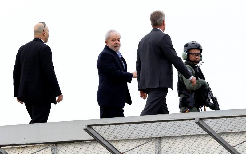Lula deixa a PF para ir à velório do neto Arthur