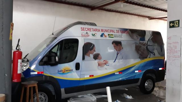 Prefeito Kim entrega 2 vans para transporte de pacientes e equipes de Saúde