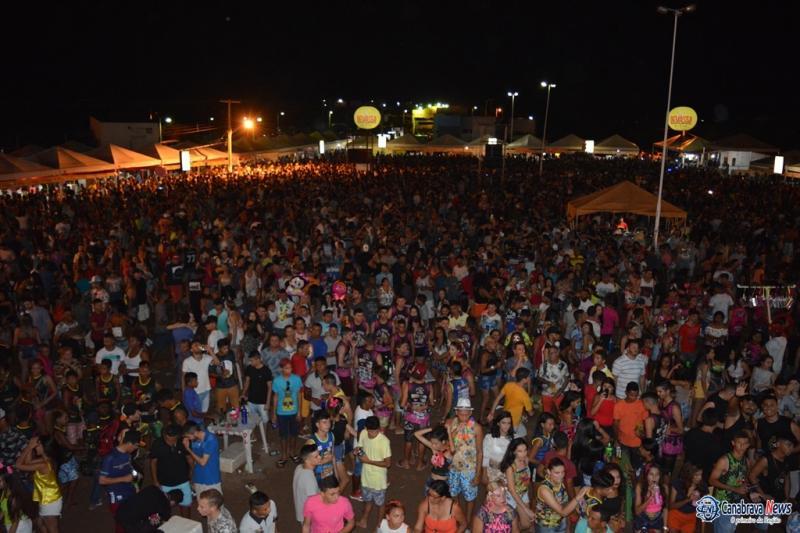 Multidão prestigia abertura do Carnaval da Barragem de Bocaina