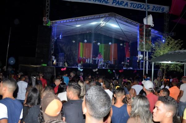 Rosa Xote e Diogo Sakana fecham com chave de ouro o carnaval em Barro Duro
