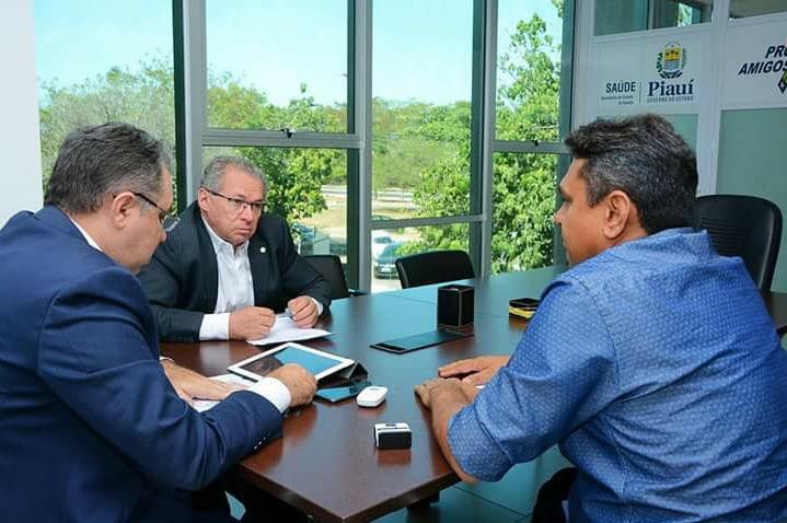 Prefeito de Prata do Piauí em busca de recursos para o município