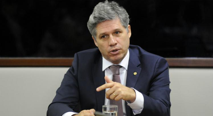 Deputado vai processar Bolsonaro por tuíte obsceno