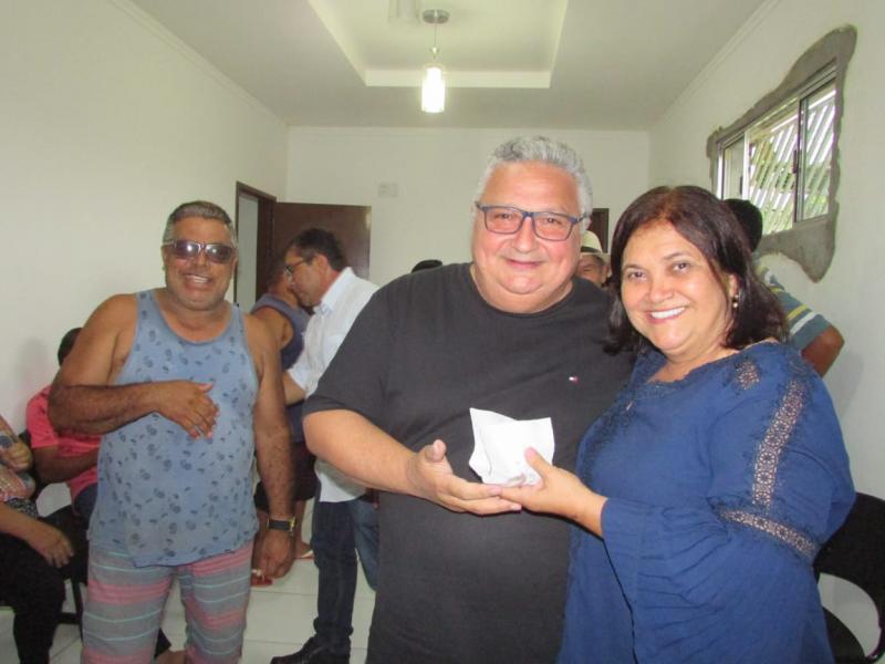Prefeito Dr. Alcione ganha festa surpresa pelo seu aniversário