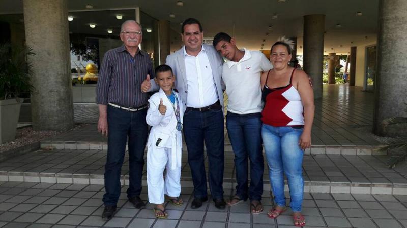 'Campeão ouro' no judô categoria mirim, chega à sua cidade Demerval Lobão (PI)