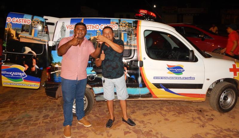 Prefeito Dr. Manoel Jr. entrega mais uma ambulância à população