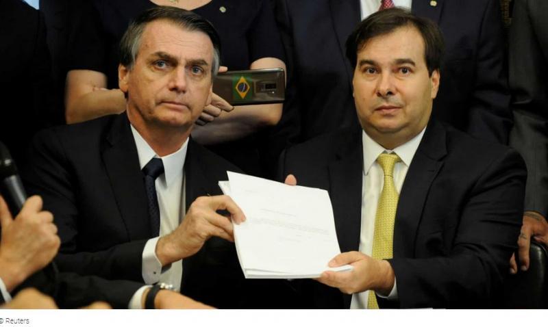 Maia visita Bolsonaro no Alvorada para tratar da Previdência