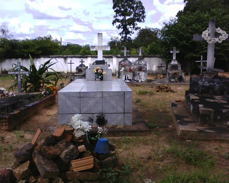 Vigilância faz alerta aos visitantes de túmulos no cemitério público