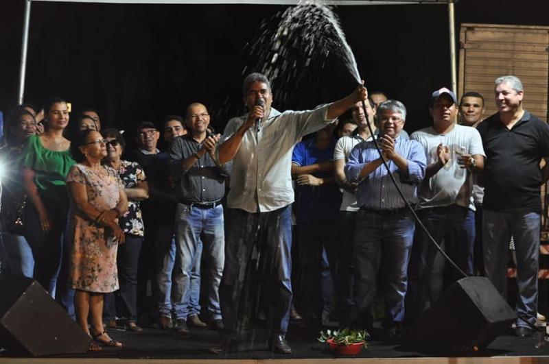 """Comunidade do Calumbi é beneficiada pelo programa """"Água Corrente"""""""