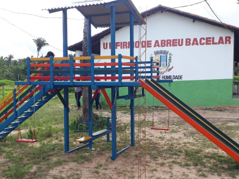 Prefeitura instala playground em escolas de Pau D'arco do PI