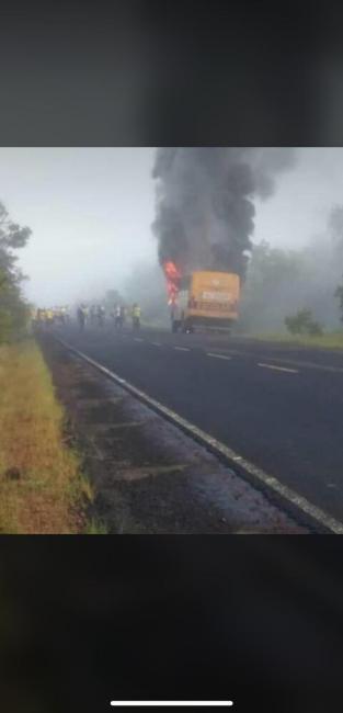 Ônibus escolar incendeia, mas ninguém fica ferido