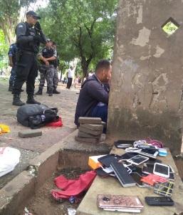 Operação apreende diversos celulares na Praça da Bandeira
