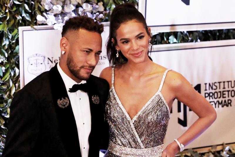 Neymar defende Bruna Marquezine de polêmicas: 'sou seu fã'