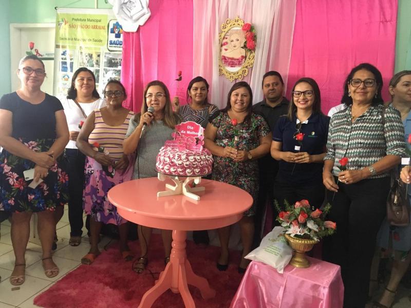 Secretaria de saúde realiza homenagens e atendimentos às mulheres